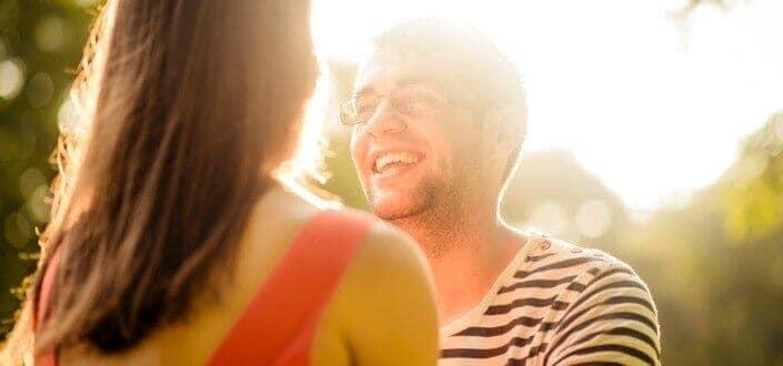 8 Trucos para Mantener una Conversación con una Chica - Haz el Tipo de Preguntas Apropiadas