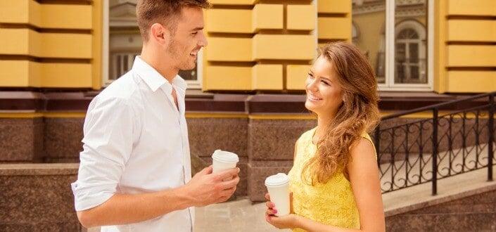 8 Trucos para Mantener una Conversación con una Chica - Haz un Cumplido Al Final de la Conversación