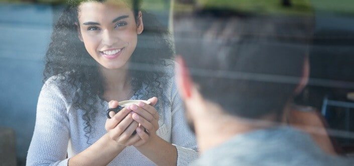 8 Trucos para Mantener una Conversación con una Chica - No te Asustes Cuando Haya Silencio