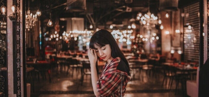 Is She Into You 7 Signs a Girl Likes You - The Coy Gaze