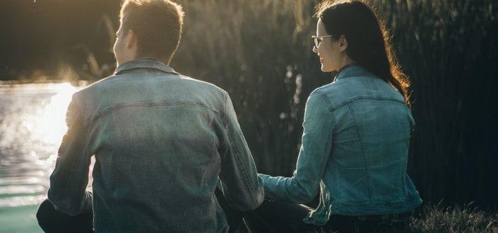 8 cosas que las mujeres aman - A las chica les encanta cuando un hombre hace esto - Muestrale que tienes sentido del humor