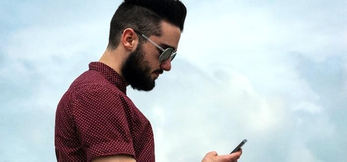 Cómo Coquetear Como Un Campeon Via Texto Y Obtener A La Chica - Nunca envíes 2 textos seguidos