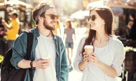 10 señales poco conocidas de que una chica quiere que se acerquen a ella.