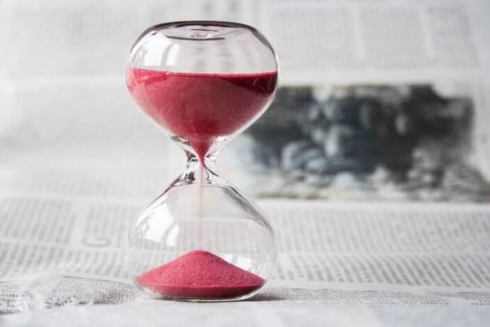 Frases De Amor-A tu lado las horas son segundo, pero sin tu compañía los segundos pasan a ser horas.