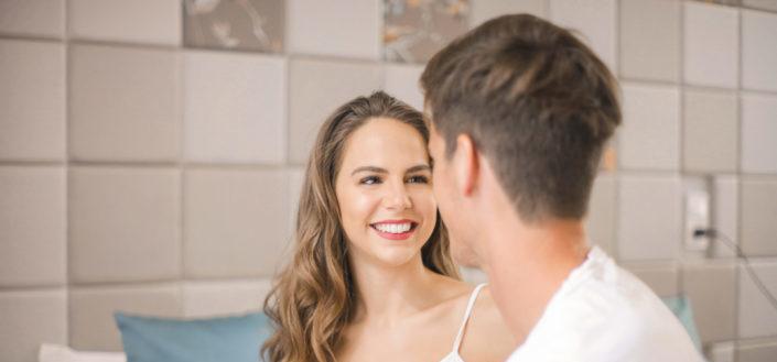 ¿Cómo enamorar a una chica? - Elige temas en común para conversar.jpeg