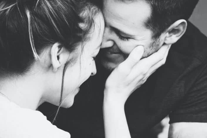 frases de amor cortas-Cuando un corazón elige a una persona el resto da igual y el mío te eligió a ti.jpg