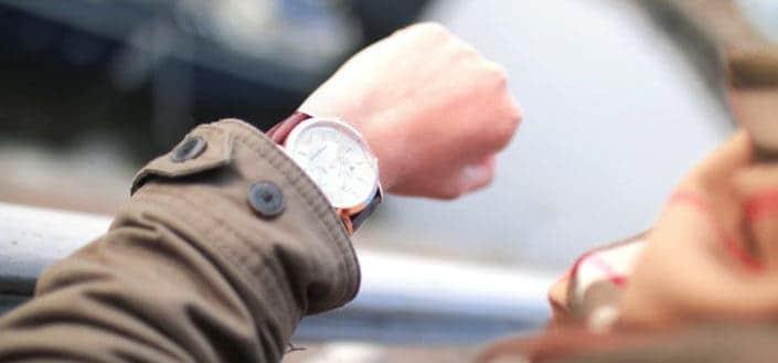 Elige un buen momento - Fashion hand hurry outfit