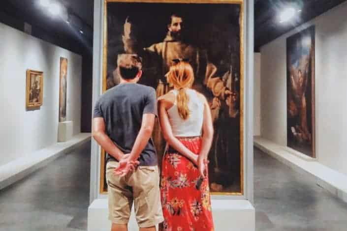 En una habitación llena de arte, aún te miraría.jpg