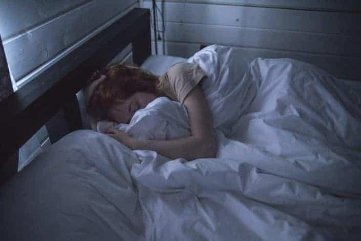 Qué envidia siento de tus almohadas porque ellas pueden pasar toda la noche contigo.jpg