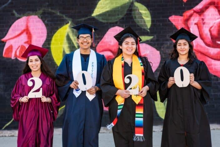 Graduados con un número que deletrea 2020