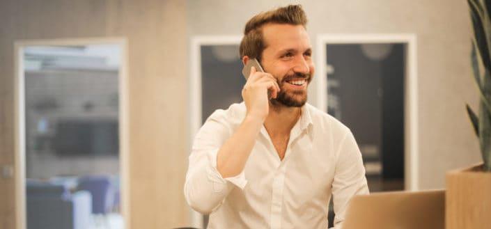6 preguntas divertidas para entrevistas telefónicas.jpg