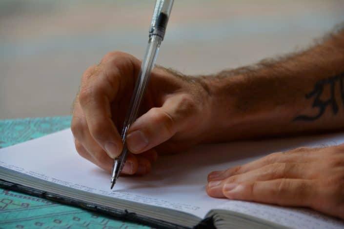 ¿Preferirías no poder enviar mensajes de texto durante un año o tener que escribir a mano todos los textos por el resto de tu vida?.jpg