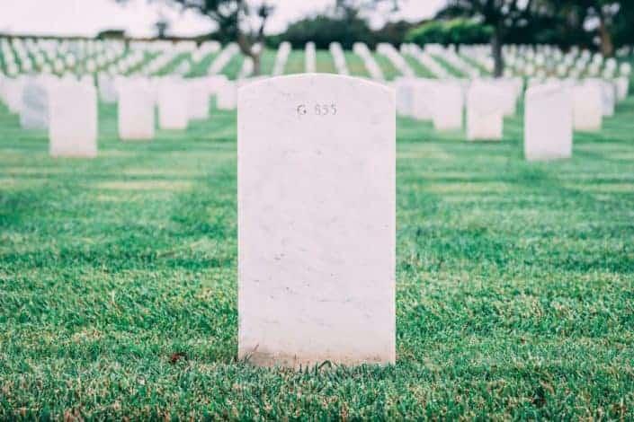 ¿Qué te gustaría que estuviera escrito en tu lápida? Esto la hará pensar en el legado que dejará.jpg