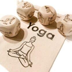 Dados para hacer yoga