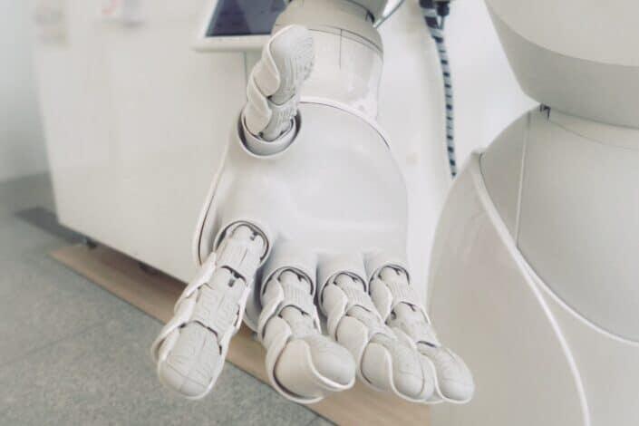 brazo robot blanco