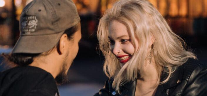 Cómo iniciar una conversación con la chica que te gusta: 3 consejos.jpg